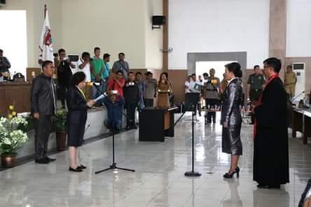 Paripurna-Istimewa-PAW-Vera-Mandagi-Resmi-Gantikan-Rosmery-Langi1