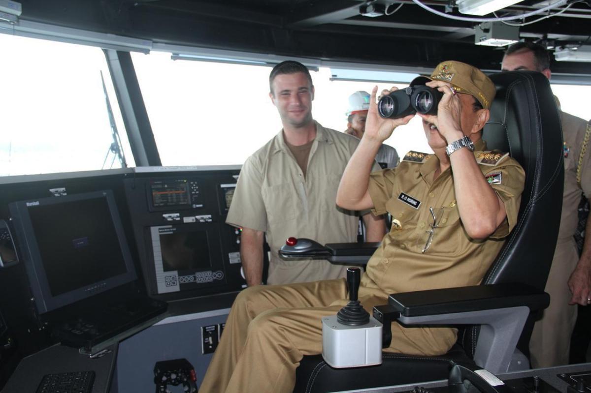 Bupati ROR Kunjungi Kapal Militer Pengangkut Logistik Berbendera Amerika USNS Brunswick